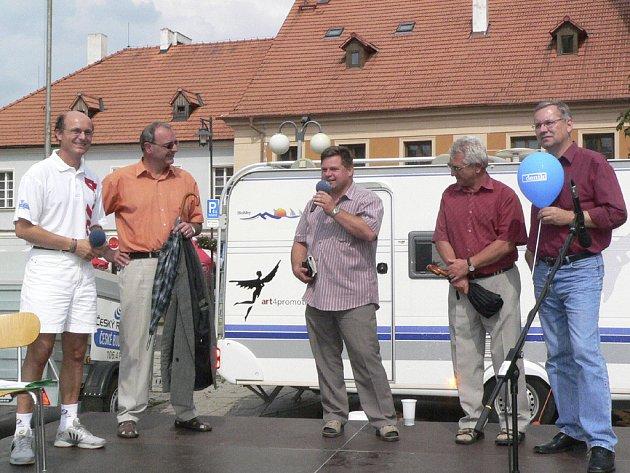 O problematice  prostituce  diskutovali  (zleva) Jiří Havelka, Alfréd Krenauer a Ferdinand Jiskra.
