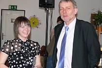 Slavnostního aktu se zúčastnil například senátor Tomáš Jirsa (na snímku s Marií Froulíkovou) či místostarosta Kaplice Jiří Havelka.