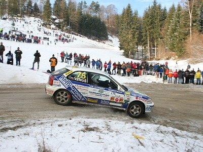 Svůj první start v barvách týmu AMK Rallye Český Krumlov ozdobili Patrik Hlach s Jiřím Venušem (na snímku z patnácté rychlostní zkoušky Pierbach – Mötlas) konečným bronzem ve třídě N do 1600 ccm.