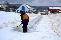 Sněhu na Lipně rychle přibývá. V pátek bude na milovníky zimních sportů čekat čtyřiceticentimetrová vrstva bílé pokrývky.