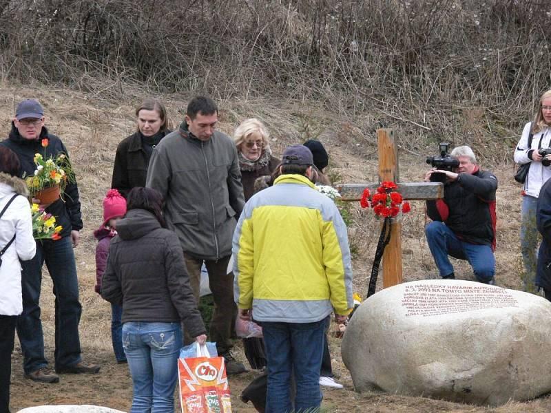 Třicet pozůstalých se zúčastnilo vzpomínky na páté výročí tragédie u Nažidel.