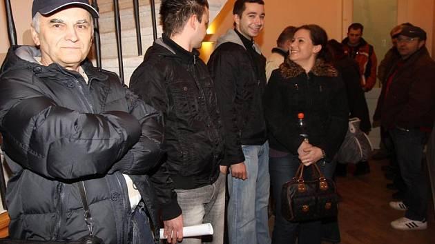 Bývalí zaměstnanci kaplické firmy SPG Czech si tento týden došli k insolvenčnímu správci sídlícímu v Českých Budějovicích pro doklady. Ty potřebují k vyplacení mezd, které jim zaměstnavatel dluží.
