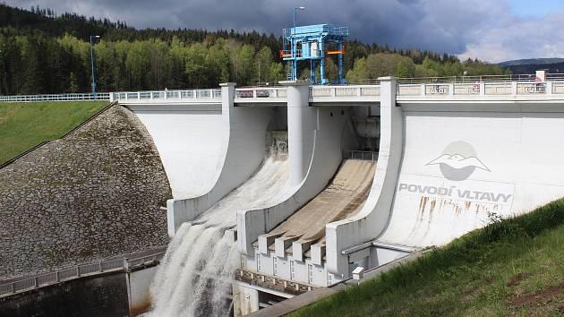 Vodní dílo Lipno dílo slaví šedesátiny, výstava u infocentra v elektrárně přibližuje jeho stavbu.