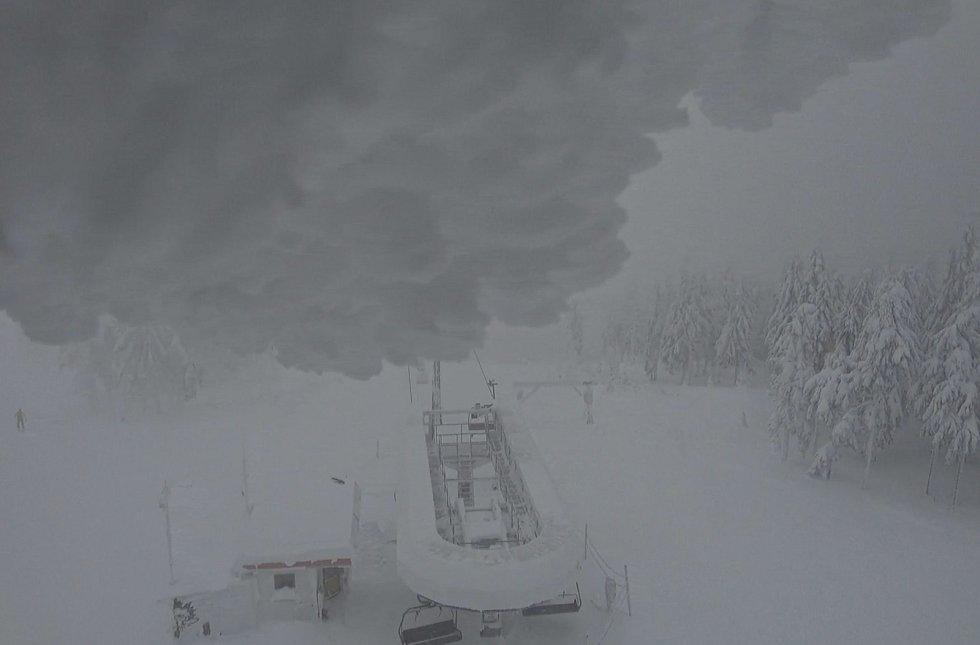 Sněhu na horách dál přibývá, Hochficht hlásí 170 cm, Lipno už má kolem metru.