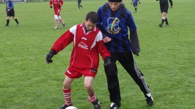 Jediné utkání žákovského přeboru se konalo v Křemži, kde domácí naděje zdolaly 3:1 Černou (na momentce).