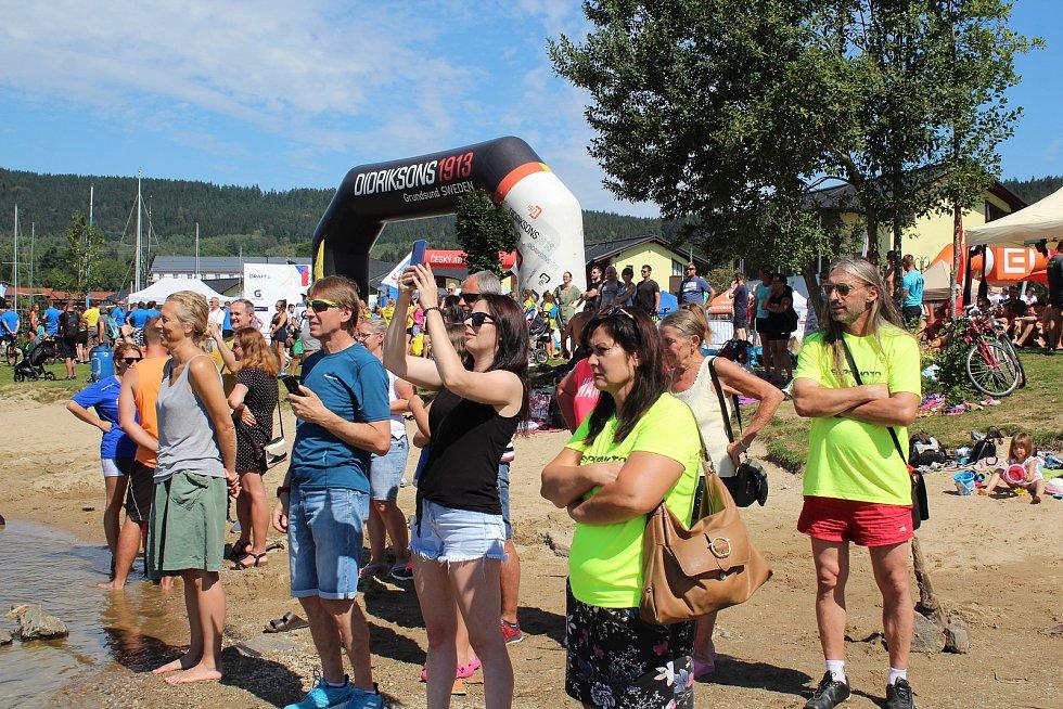 Lipno Sport Fest 2020 vyvrcholil závodem dračích lodí.