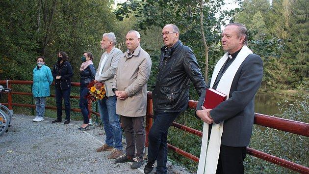 Slavnostní vysvěcení nové kapličky v zahradě Domova pro seniory v Kaplici