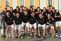 Fotbalisté Spartaku Kaplice slaví zasloužený postup do I.A třídy.