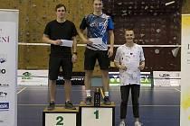 Na cestě za triumfem při Memoriálu Ivana Škáchy v Liberci ztratil křemežský Petr Beran (uprostřed) jediný set a zaslouženě stanul na stupínku nejvyšším.