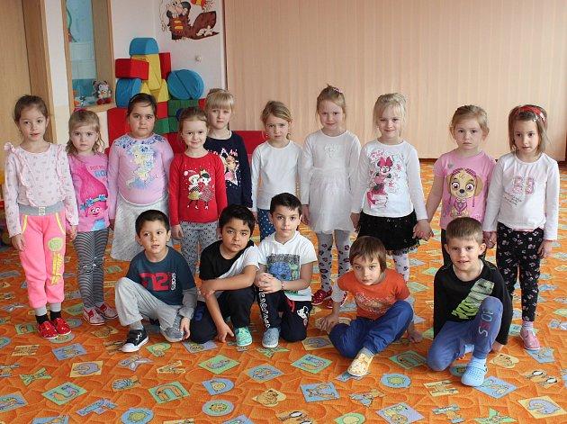 Předškoláci zMŠ Plešivec II. se už těší na jaro, vmrazech, které zavládly minulý týden, ani nemohli chodit ven.