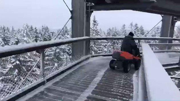 Přípravy na zimu na Lipně