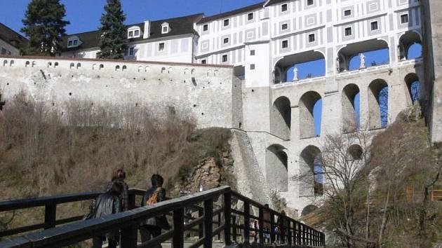 Lávka pod Plášťovým mostem už rekonstrukci potřebovala.