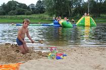 Velký bazén ve sportovním a rekreačním areálu v Kaplici.