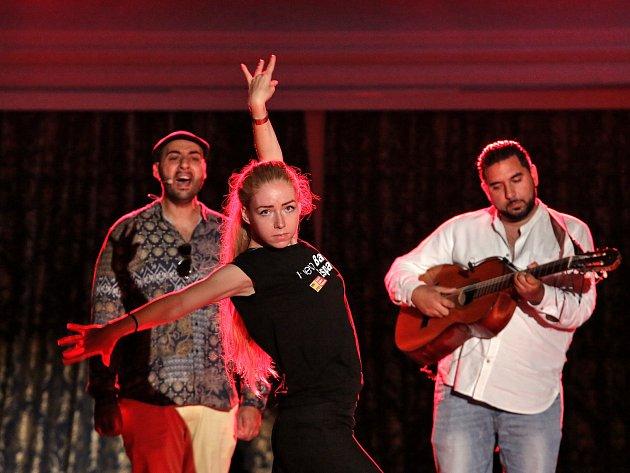 Cigánští Diabli představili v rámci Mezinárodního hudebního festivalu Český Krumlov svoje pojetí tragického milostného příběhu Carmen.