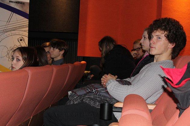 Veřejné setkání snovým ředitelem kaplické střední školy vtamním kinosále.
