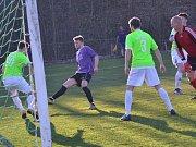 Okresní přebor – 12. kolo: Sokol Kájov (fialové dresy) – Hraničář Malonty 3:0 (2:0).