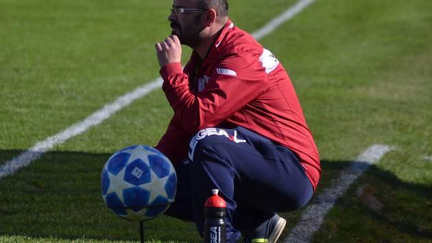 Větřínský kouč Vlastimil Sulzer má o čem přemýšlet. Tým od papírenského komína příště čeká existenční zápas doma proti Vodňanům.