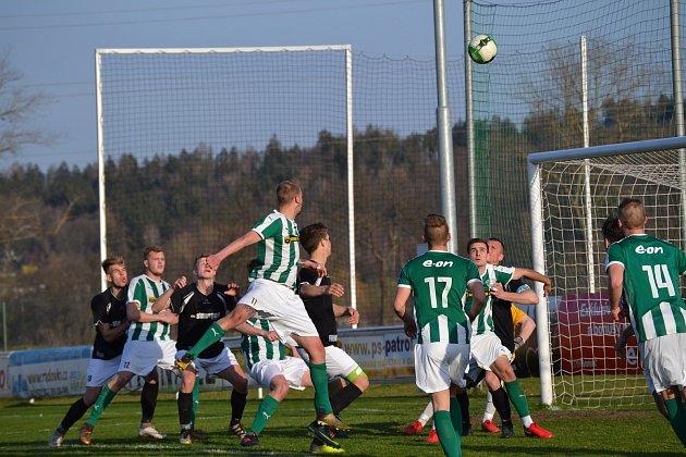 Krumlovští fotbalisté v Roudném neprohráli už pět sezon a platí i po dalším dílku vzájemných soubojů.