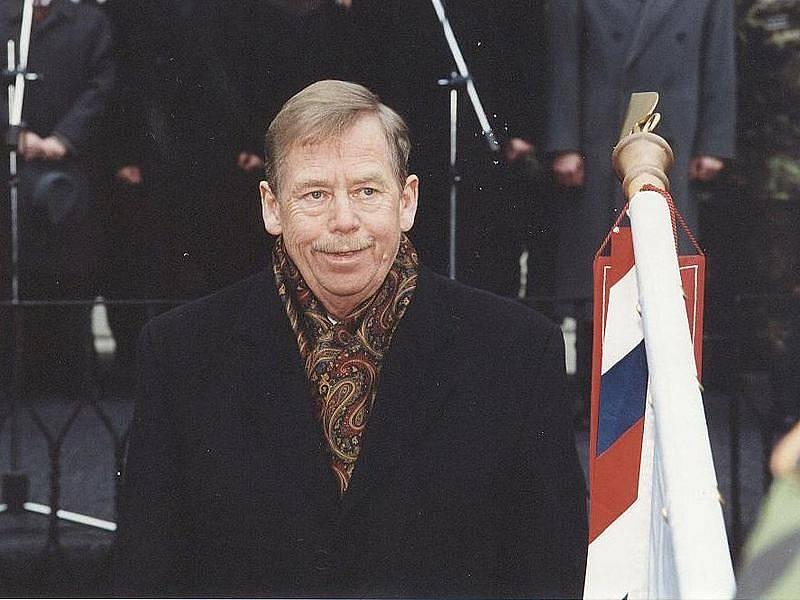 Od roku 1989 navštívil Václav Havel coby prezident Český Krumlov hned pětkrát. Snímek je z roku 2002.