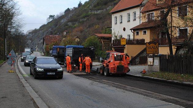 Oprava průtahu Krumlovem přináší komplikace