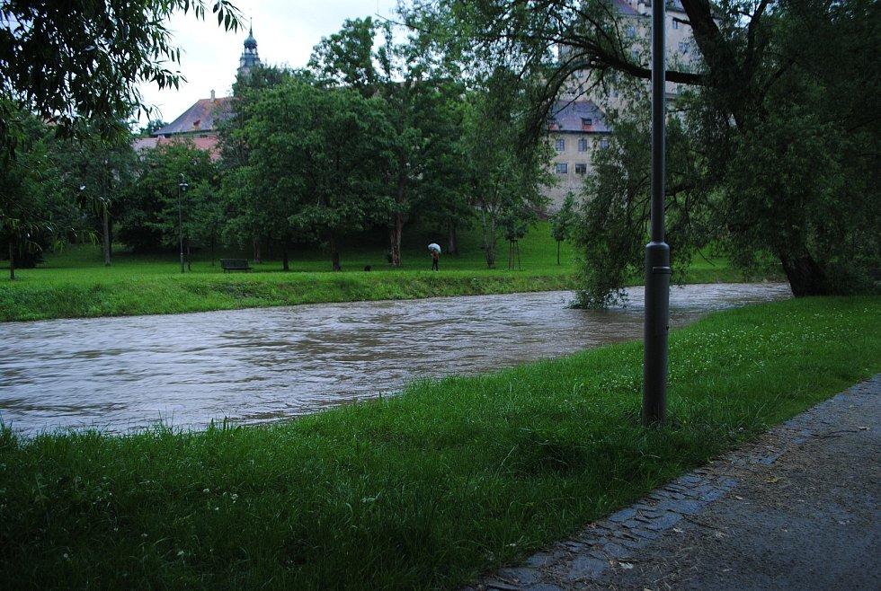 Polečnice znovu zahrozila, ke druhému povodňovému stupni jí v Českém Krumlově chybělo 6 centimetrů.