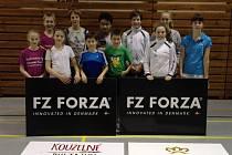 Krumlovští mladší žáci a mladší junioři (na společném snímku) vybojovali při krajských turnajích na domácí půdě řadu umístění na stupních.