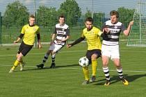 Kapličtí fotbalisté (v černobílém) prohráli v 3. kole Turnaje sedmi týmů v Neplachově po penaltovém rozstřelu.