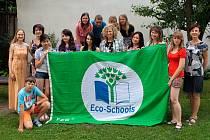 K zisku prestižního titulu Ekoškola kaplickému gymnáziu, střední odborné škole ekonomické a střednímu odbornému učilišti nejvíce pomohl ekotým. Ten na konci uplynulého školního roku tvořilo dvanáct studentů.