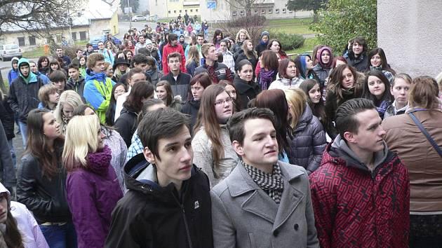 Průvod studentů se vydal po místech, kde všude bývaly střední školy v Kaplici.