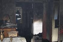 Požár jádra způsobil spoušť v bytě panelového domu ve Velešíně.