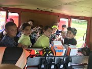 Děti v rámci Policejní akademie zavítaly k hasičům do Velešína.