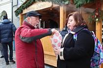 Zajděte si třeba na adventní trhy na náměstí v Českém Krumlově.