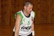Při absenci několika hráčů základní sestavy se do hry na výpomoc vrátil téměř jedenačtyřicetiletý Jan Beň. V Táboře odehrál necelých 30 minut a zaznamenal 7 bodů.