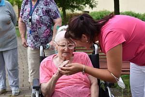Propojování generací v Domově důchodců v Horní Plané
