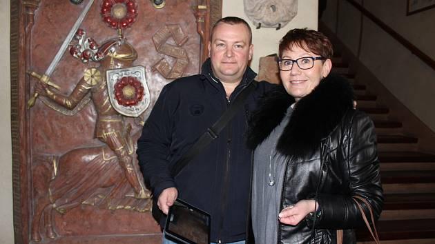 Partneři Michaela Rybáková a Tomáš Komorous ze Svitav byli příjemně překvapeni, když se dozvěděli, že paní Míša je jubilejní návštěvnice.