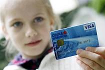 S kartou člověk snadno propadá pocitu, že má peněz pořád  dost a vůbec neubývají.