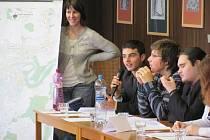 Studenti gymnázia při jednání zastupitelstva.