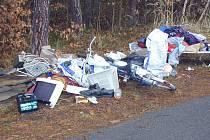 Mezi pohozeným odpadem se objevuje také velmi nebezpečný.