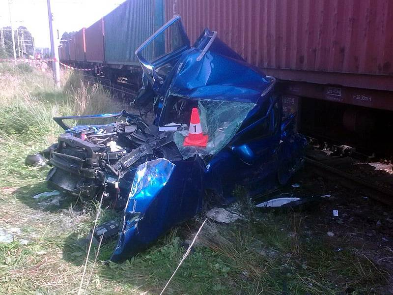 Na železničním přejezdu ve Velešíně Nádraží se ve čtvrtek odpoledne střetla Škoda Octavia Combi s nákladním vlakem.