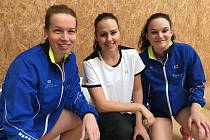 Zkušená Hana Milisová rozšířila sbírku o dvě zlaté medaile za triumfy ve čtyřhře a smíšené čtyřhře, Sabina Milová k pátému místu v singlu přidala mixové stříbro a teprve patnáctiletá Bára Hadáčková (zleva) překvapivě vydřela 2. místo ve dvouhře.