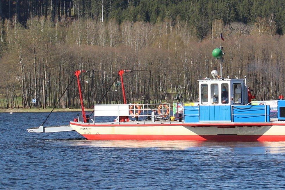 Spuštění hornoplánského převozu na vodu 21. dubna 2020.