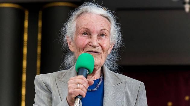 Ruth Hálová z Holubova.