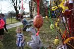Zdobení Velikonočního stromu v Loučovicích.