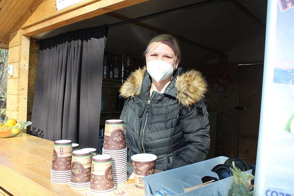 Zavěšené kafe u cesty v Hrudkově je příjemným zastavením při procházce do okolní přírody, odkud je pěkný rozhled do daleka.