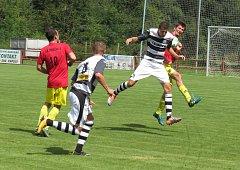 Fotbalová generálka: FK Spartak Kaplice (černobílé dresy) – SK Nemanice 2:4 (1:3).