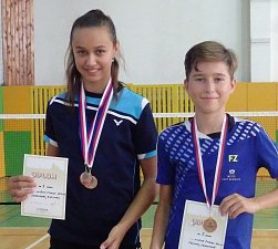Rychnovská Soukupová a krumlovský Fuciman vybojovali na celostátním turnaji U13 v Hradci Králové bronz ve smíšené čtyřhře.