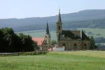 Kaple sv. Voršily potřebuje opravit. Nejsou ale peníze. Nyní se alespoň rekonstruuje střecha.