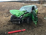 Při nehodě na silnici E 55 utrpěla šoférka osobního vozu zranění, hasiči ji museli z auta vyprošťovat.
