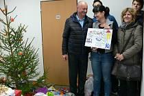 V útulku lidé oslavili psí Vánoce