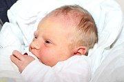 Devětačtyřicet centimetrů a 3150 gramů. Takové byly míry novorozené Veroniky Podškubkové, která vykoukla na svět ve středu 14. října 2015 v17 hodin. Rodina Moniky Krolové a Ondřeje Podškubky žije ve Frymburku, kde na malou sestřičku čekal dvouletý Radim.